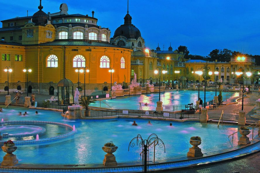 Széchenyi spa in Budapest / © Hungarian National Tourist Office