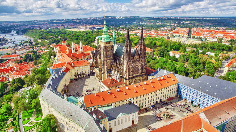 Season Opening: Enjoy Prague Castle for Free